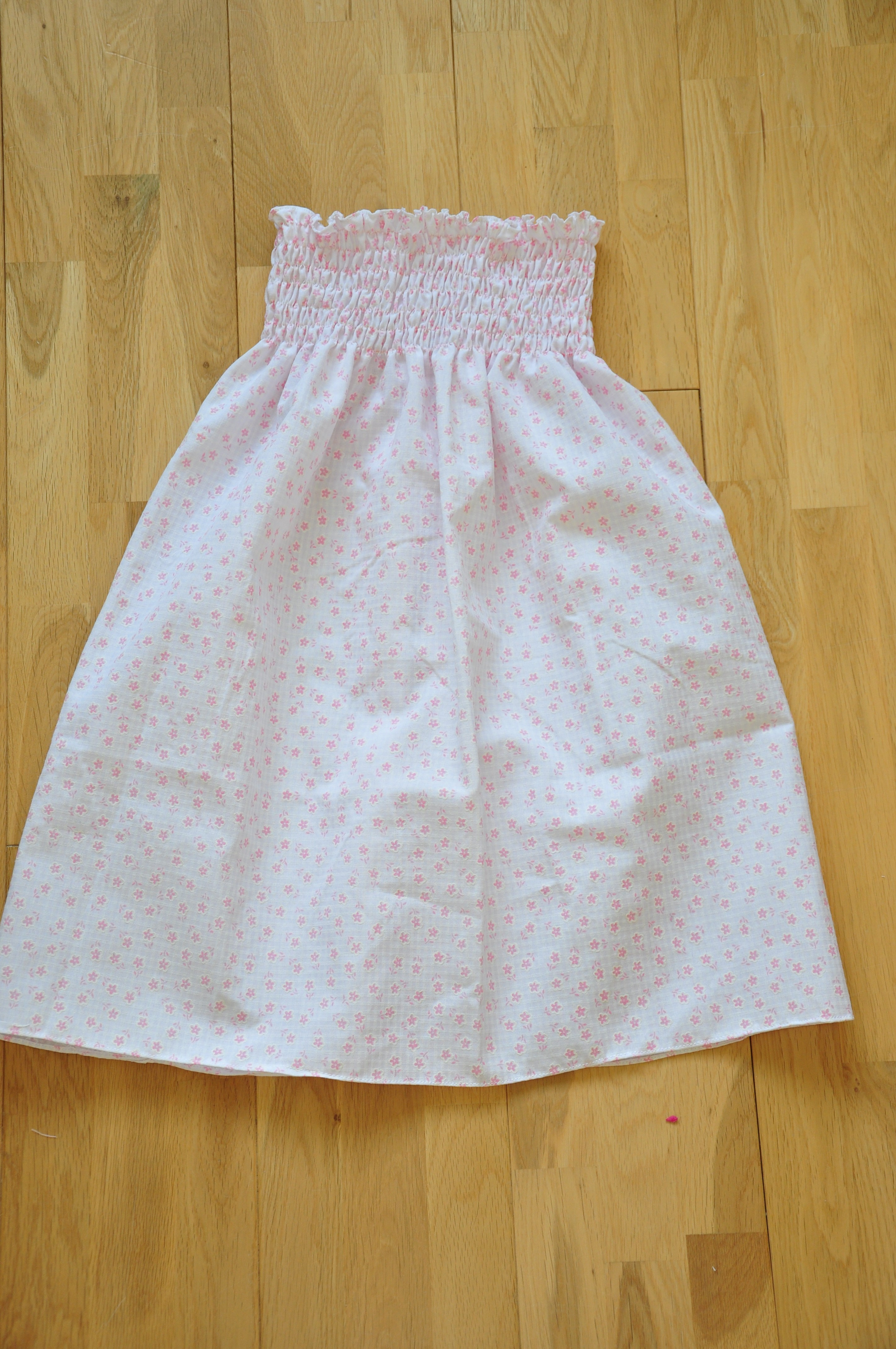 very simple shirred strapless summer dress | Quiltylicious